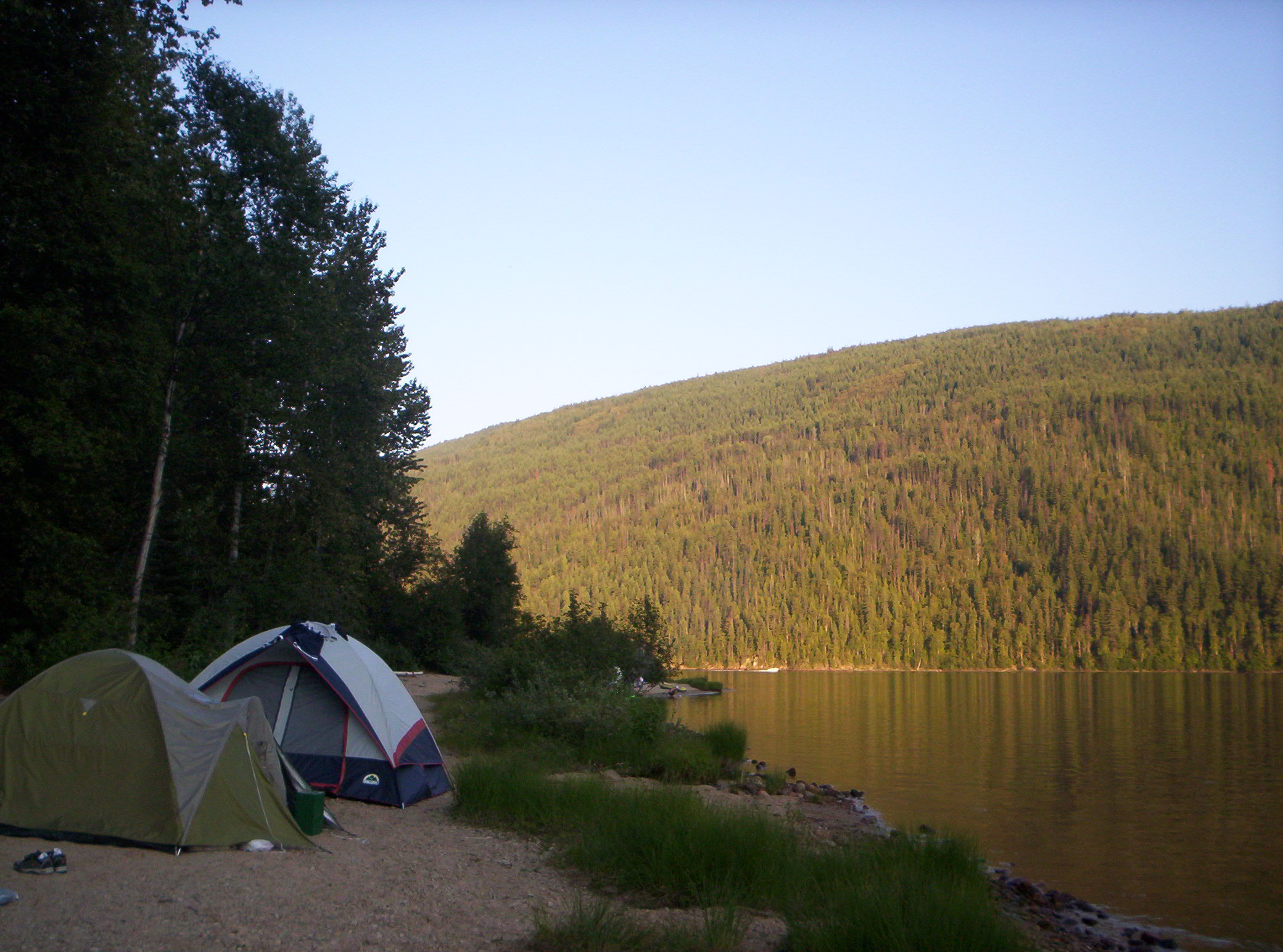 Camping_by_Barriere_Lake,_British_Columbia_-_20040801
